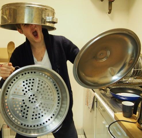 En cas d'attaque, le cuit-vapeur peut aussi servir d'armure.