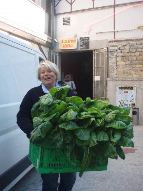 Cathy, un jour de distribution.